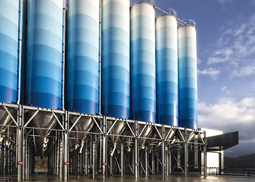 Painting of metal tanks for food, beverages and drinking water, with certified epoxy foodgrade paint for direct and indirect contact with food and drinks.